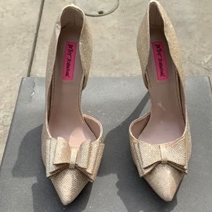 NWT BETSEY JOHNSON GLAM PUMPS SZ 9